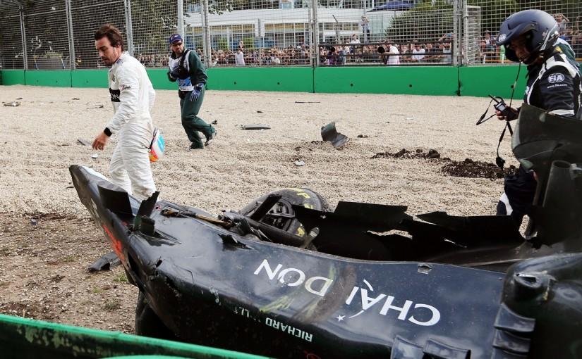2016年第1戦オーストラリアGP クラッシュ直後のフェルナンド・アロンソ(マクラーレン・ホンダ)
