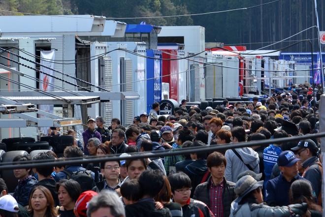 岡山公式テストには多くのファンが訪れた。写真は日曜のパドックの様子