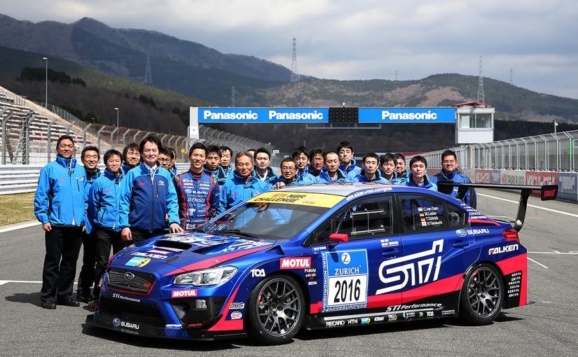 富士スピードウェイでシェイクダウンされたスバルWRX STIとチームメンバー