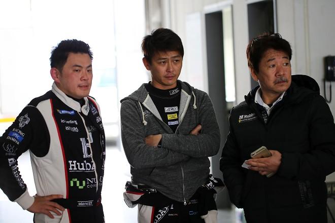 富士でHubAuto Racingのフェラーリ488 GT3を走らせたモーリス・チェン、吉本大樹、RSファインの河野高男エンジニア