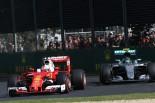 2016年オーストラリアGP セバスチャン・ベッテル(フェラーリ)とニコ・ロズベルグ(メルセデス)