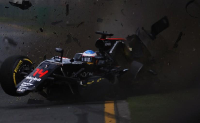 2016年F1第1戦オーストラリアGP クラッシュしたフェルナンド・アロンソ(マクラーレン・ホンダ)