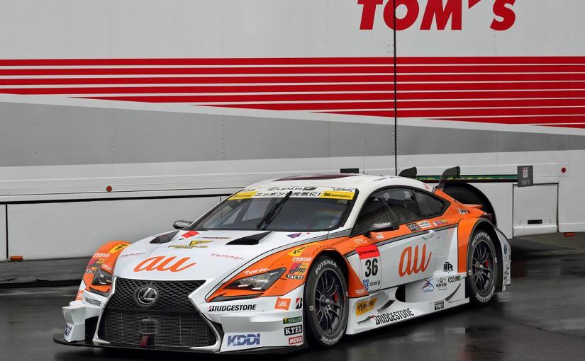ホワイトとオレンジのカラーリングとなったau TOM'S RC F