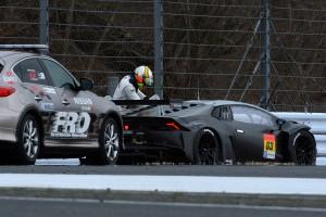 クラッシュしたディレクション・レーシングの63号車ランボルギーニ・ウラカンGT3