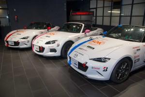 Team TERRAMOSが使用する新型マツダ・ロードスターNR-A(手前・奥)と従来モデルのマツダ・ロードスターNR-A(中央)