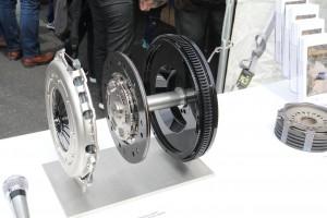 ZFブースに展示されたF1、DTMのダンパーやクラッチ
