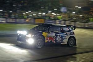 ラリー・アルゼンチンのSS1を走るセバスチャン・オジエ(フォルクスワーゲン・ポロR WRC)