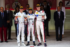 GP2モナコ決勝レース2で見事、優勝を果たした松下信治。モナコに君が代が流れた
