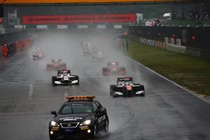 雨でセーフティカースタートとなったSF第2戦岡山決勝