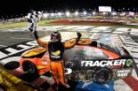 NASCARシャーロットで優勝したマーティン・トゥルーエクス・Jr.(トヨタ・カムリ)