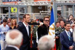 ル・マン24時間の決勝レーススタートに登場したブラッド・ピット氏
