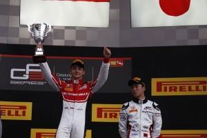 2016年GP3開幕戦で優勝したシャルル・ルクレールと3位の福住仁嶺
