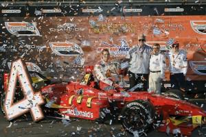 2007年にセバスチャン・ボーデとチャンピオンを獲得したニューマン・ハース