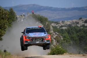 i20 WRCはテスト中のジャンプ着地でサスペンションを破損