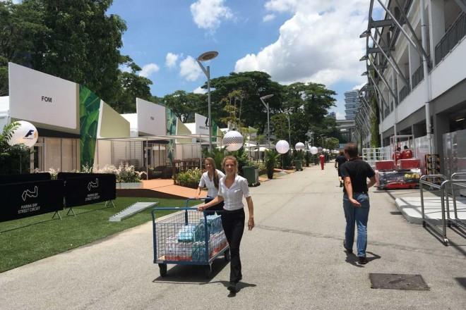 オコン20歳のお誕生日会に駆けつけたウォルフ@シンガポールGP現地情報