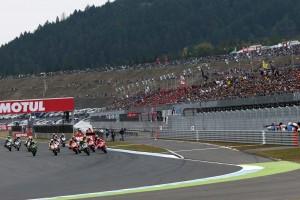 日本GPは朝早くから楽しむのがお勧め。レース観戦だけじゃないサーキットでの楽しみ方