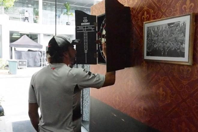 大盛り上がりのバトン300戦記念セレモニー@マレーシアGP現地情報