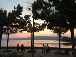 ブラッチャーノ湖の夕刻。美しい風景を目に焼き付ける