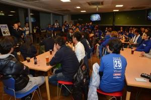 グランツーリスモカフェでレース後行われたサムライサポーターズミーティングの様子