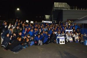 レース後、サムライサポーターズを交えて記念撮影が行われた