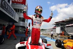 宮田は8月に行われたFIA-F4富士大会で初優勝。最年少優勝記録を更新した。