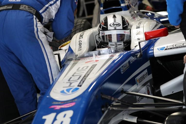 鈴鹿で行われたテストでKCMGの18号車をドライブした小林可夢偉