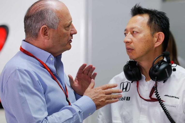 チームを更迭されたロン・デニスとホンダの長谷川祐介