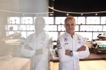 メルセデスF1と契約し、ファクトリーを訪問したバルテリ・ボッタス