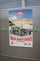 ギャップの街に貼られたWRCモンテのポスター