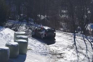 ハンニネンは滑らせずにいい感じでコーナーを通過。