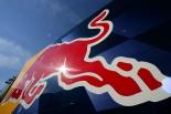 印象的なレッドブルカラーが、ついに日本のモータースポーツ界にも登場することになった。