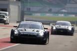 セパンのピットに入る24号車ニッサンGT-Rと開発車両の230号車GT-R