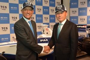 アムル・ラクシュミナラヤナンTCS代表取締役兼社長と中嶋悟総監督
