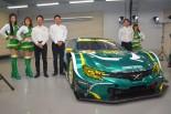 カラーリングが完成した埼玉トヨペットGreen BraveのマークX MCとドライバーの平沼貴之、番場琢、脇阪薫一