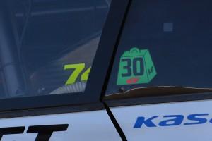スーパーGTのウエイトハンデ搭載を表すステッカー。今季GT500クラスの50kg以上は燃料リストリクターと併用となる。