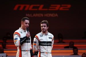 マクラーレンMCL32・ホンダ発表会に出席したフェルナンド・アロンソとストフェル・バンドーン