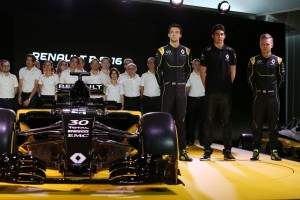 "F1 | ルノー発表会で感じた""違和感""を動画でレポート"