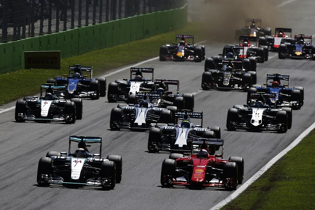 F1   F1新車シェイクダウン情報:金曜デビューのチームも
