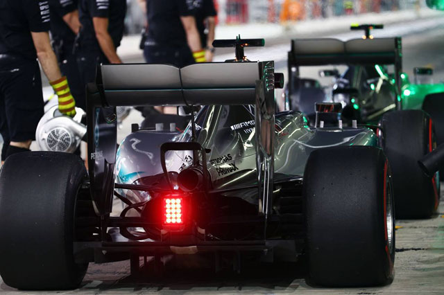 F1   メルセデス、迫力を増した新車W07の排気音を公開