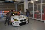 鈴鹿サーキットに持ち込まれたStudie BMW M6。隣のピットにはグッドスマイル 初音ミク AMGが収まる