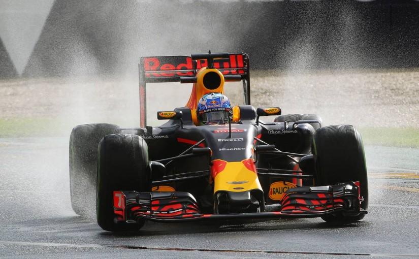 F1   今宮純の金曜インプレッション:水煙で視認できたレッドブルとルノーの進化