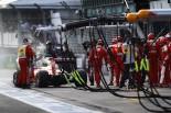 F1 | ライコネンのマシンから出火、パワーユニットのトラブルか