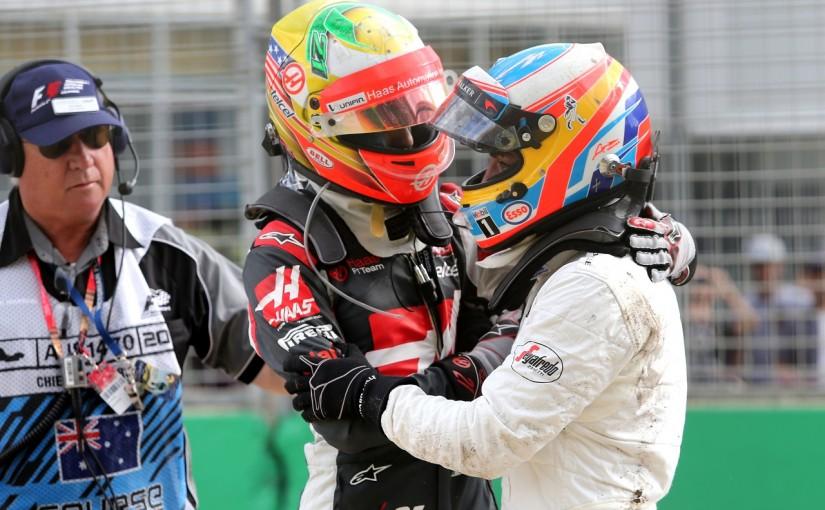 2016年第1戦オーストラリアGP エステバン・グティエレス(ハース)とフェルナンド・アロンソ(マクラーレン・ホンダ)