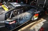 DIRECTION 108 HURACANの108号車は、ロジェ・デュブイという超高級腕時計ブランドのカラーリングとなる。