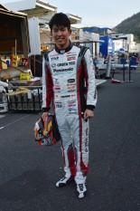 新しいレーシングスーツをまとう中山雄一(apr)