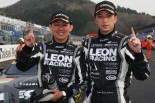 LEON CVSTOS AMG-GTをドライブする黒澤治樹と蒲生尚弥