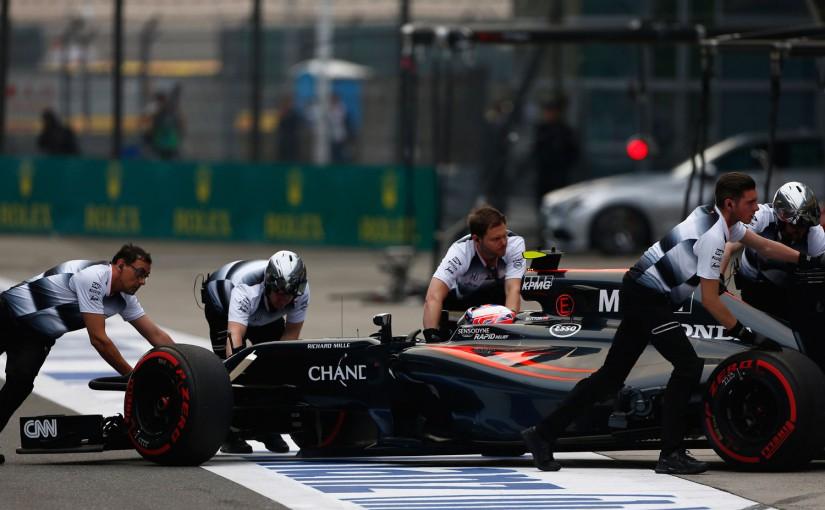 F1 | バトンが予選の赤旗判断に疑問「ピット入口の停止車両が最も危険だった」