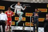 2016年第3戦中国GP 表彰台で喜びを表すニコ・ロズベルグ(メルセデス)