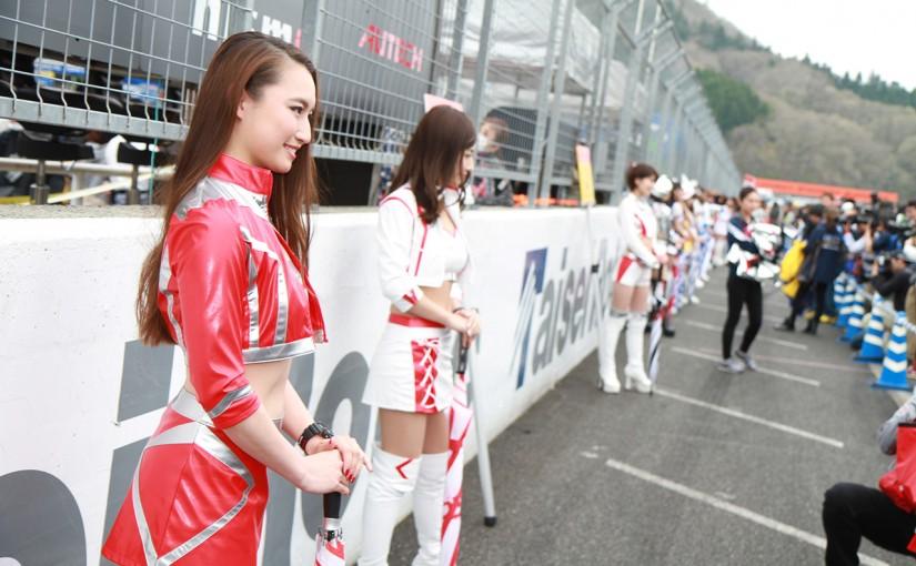 レースクイーン   MFFでレースクイーン約50名が集結のギャルパラ25周年アニバーサリー開催。18日にはニコ生も放送