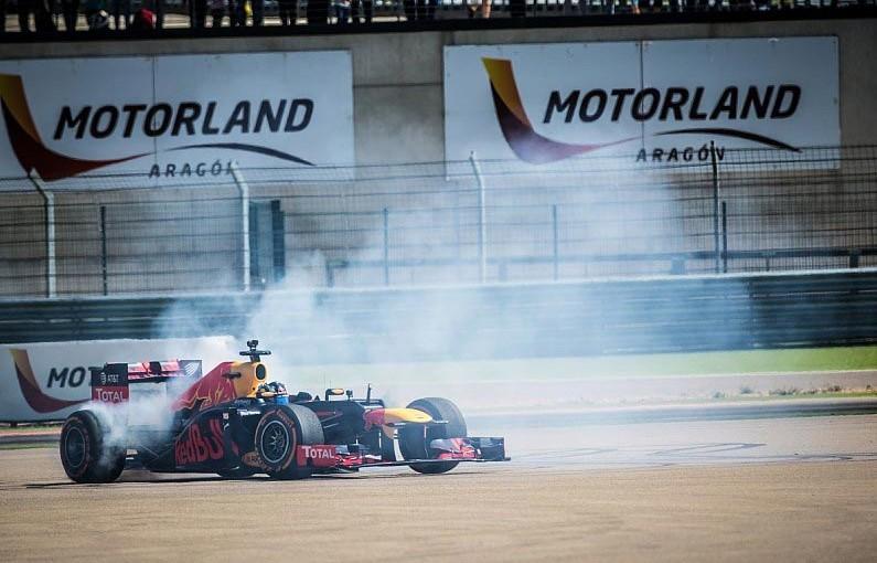 F1 | レッドブル・ジュニアプログラム参加の17歳ドライバー、デモ走行でF1マシン初体験